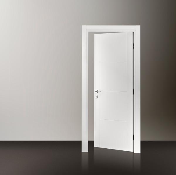 Realizzazione porte laccate su misura fabbroni serramenti for Mensole laccate su misura