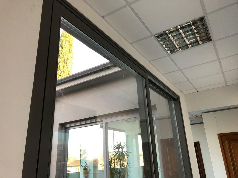 Nel nostro show room il nuovo alzante scorrevole in vetro - Finestrone scorrevole ...
